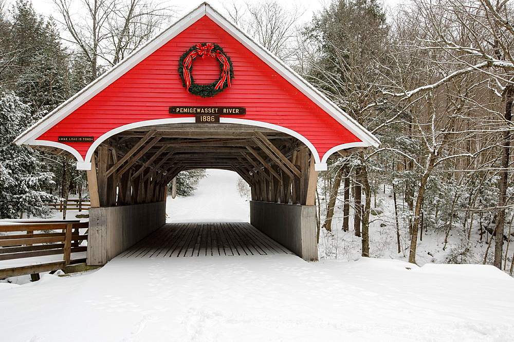 Franconia Notch State Park, Flume Covered Bridge in Lincoln, New Hampshire USA