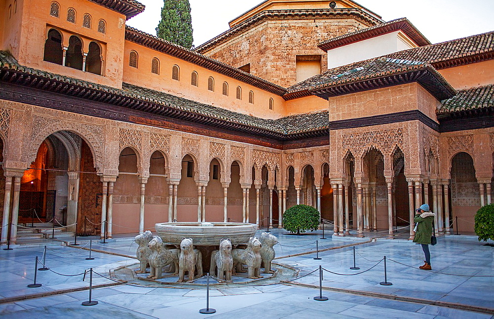 Lions fountain Courtyard of the lions Palace of the Lions Nazaries palaces Alhambra, Granada Andalusia, Spain