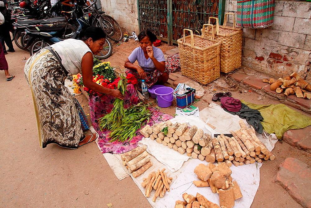 View of the Myinkaba market, Old Bagan, Pagan, Burma, Myanmar, Asia