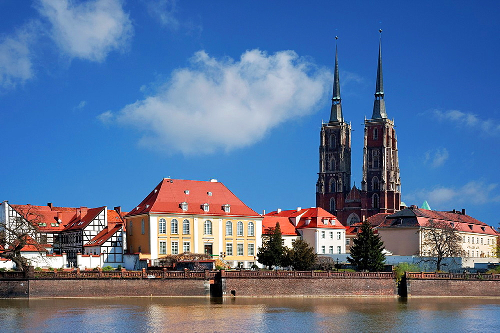 View over the Oder-River to dome island and the Dome, Wroclaw county, Voivodeship Lower Silesian, Poland, Europe