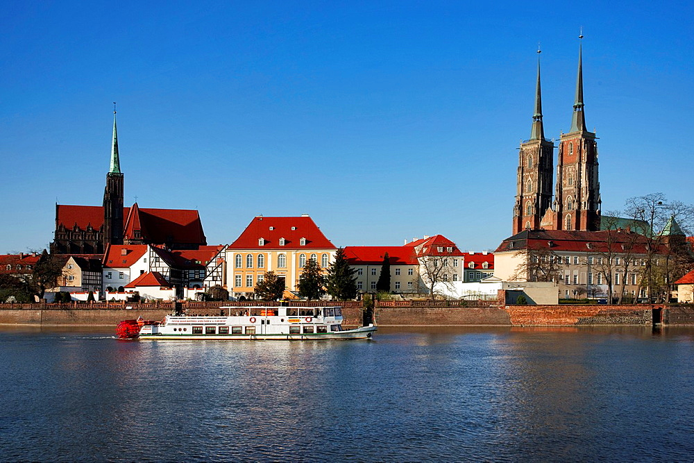 View over the Oder-River to dome island, the Dome and the Church of the Holy Cross, Wroclaw county, Voivodeship Lower Silesian, Poland, Europe