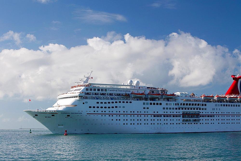 Cruise ship departing from Mallory Square Sunset Celebration, Key West, Florida, USA