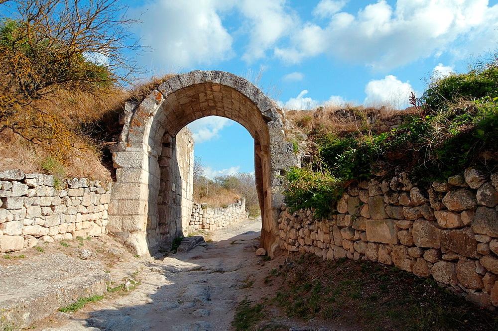 cufut Qale, Chufut-Kale Jewish Fortress, cave city Crimea, Ukraine, Eastern Europe
