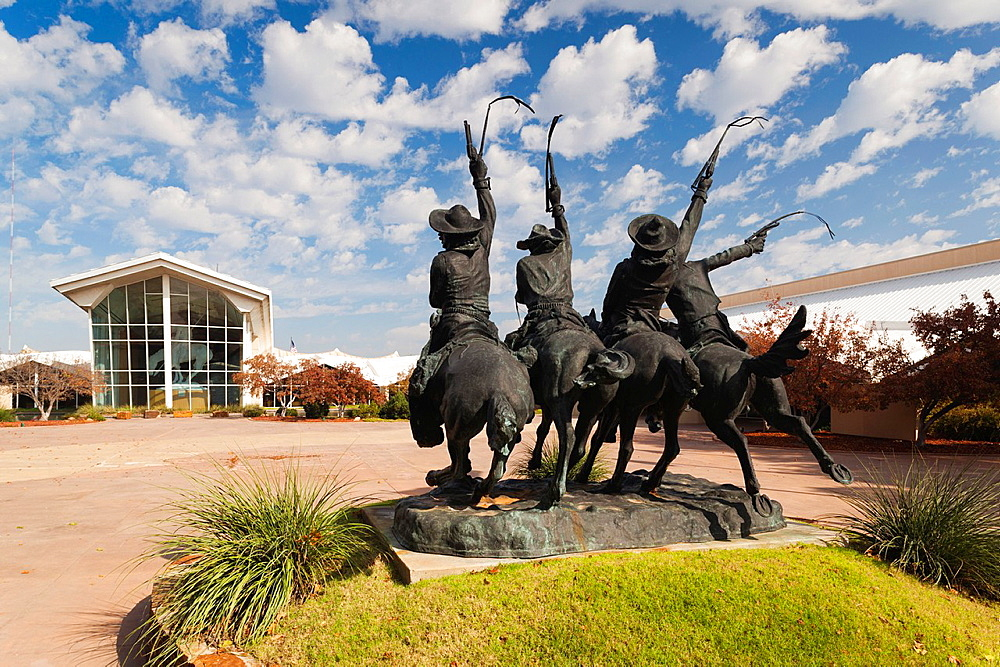USA, Oklahoma, Oklahoma City, National Cowboy and Western Heritage Museum, Coming Through the Rye, statue by Frederick Remington