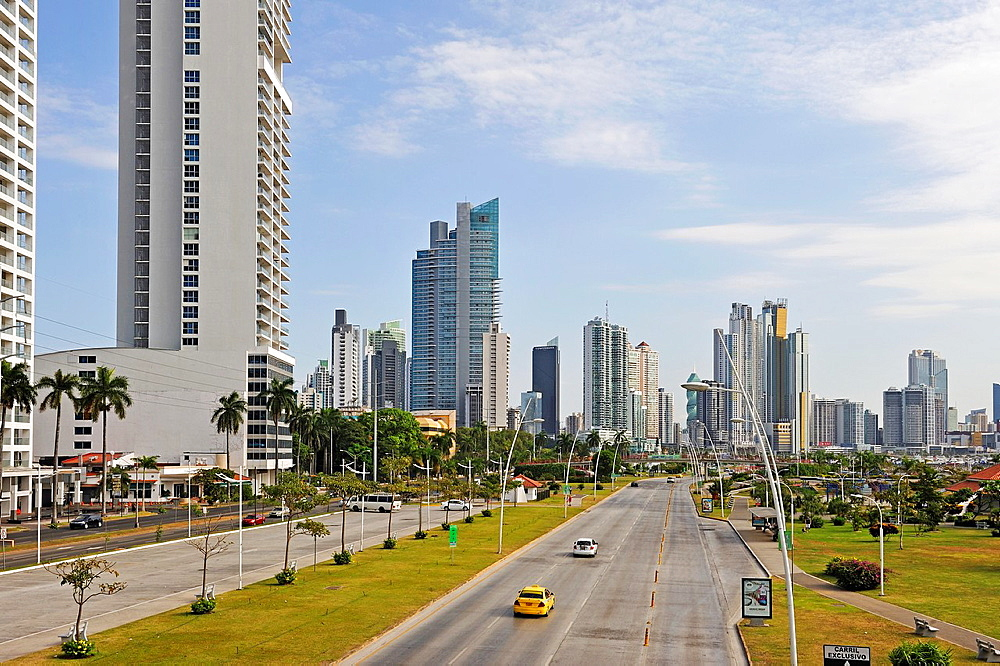 The Cinta Costera or Malecon, a new road and promenade built on reclaimed land from the bay of Panama, Panama City, Republic of Panama, Central America