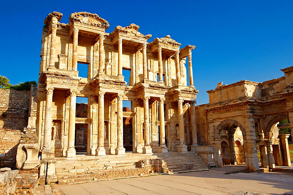 Photo of The library of Celsus Images of the Roman ruins of Ephasus, Turkey