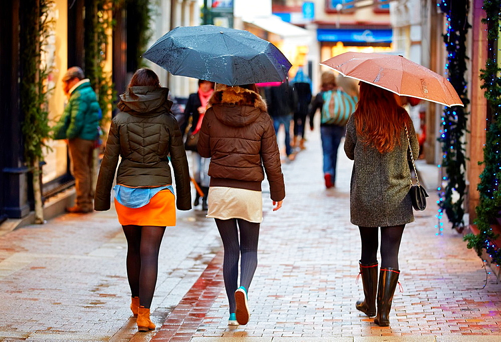 Rain, Shopping, Bayonne, Aquitaine, Pyrenees-Atlantiques, Basque country, 64, France.