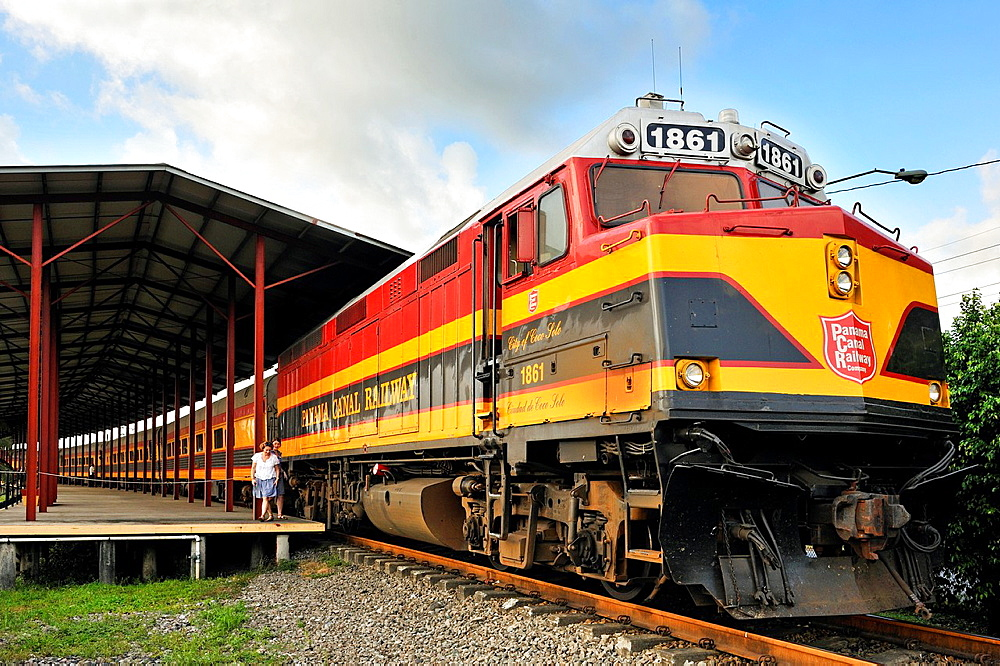 Passenger Train Parked At Colon Station, Panama Canal Railway That Links The Atlantic Ocean, Colon, To The Pacific Ocean, Panama City, Republic Of Panama, Central America