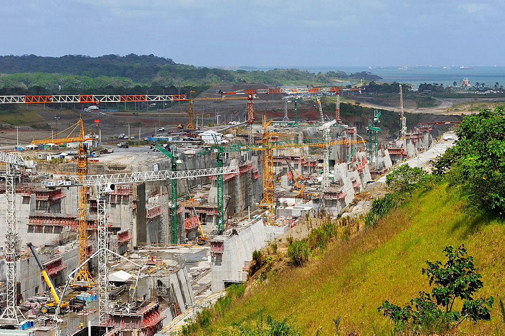 building site of a new flight of locks at Gatun that will allow the transit of Post-Panamax vessels, Republic of Panama, Central America