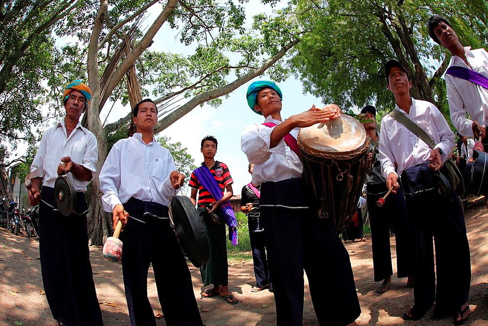 Pa-O mans playing traditional music, Taunggyi festival, Inle Lake, Shan State, Myanmar
