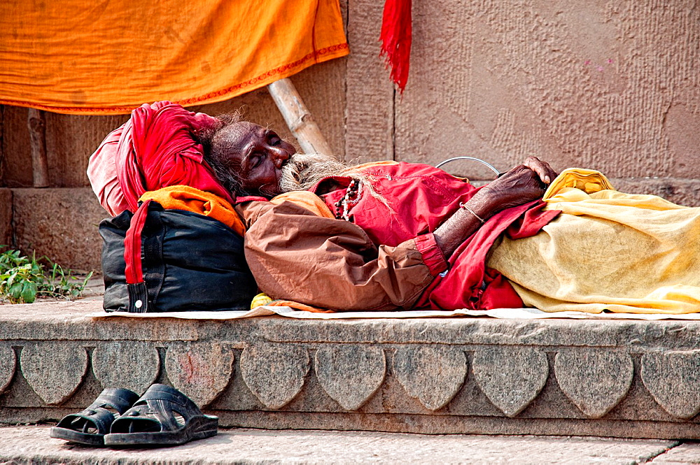 Sadhu sleeping on the ghats Varanasi, Benares, Uttar Pradesh, India
