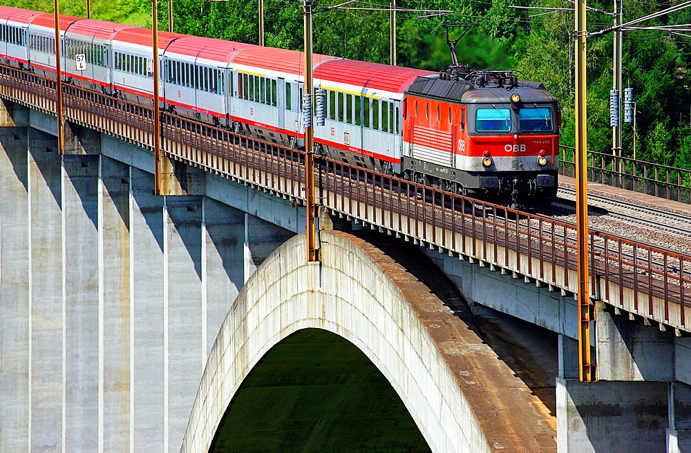 Tauern Railway line, passenger train on the bridge Pfaffenberg- Zwenberg