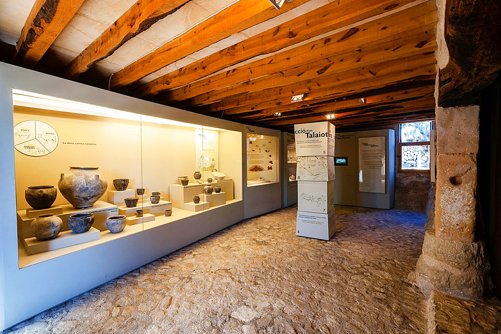 Archaeological Museum are Fornes, room Talayotic period 1300-123 C, Montuiri, District of Es Pla, Mallorca, Spain