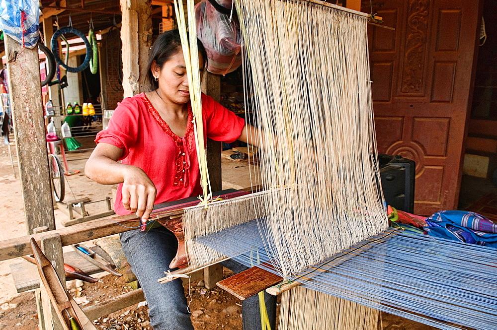 woman weaving in Vang Vieng, Laos
