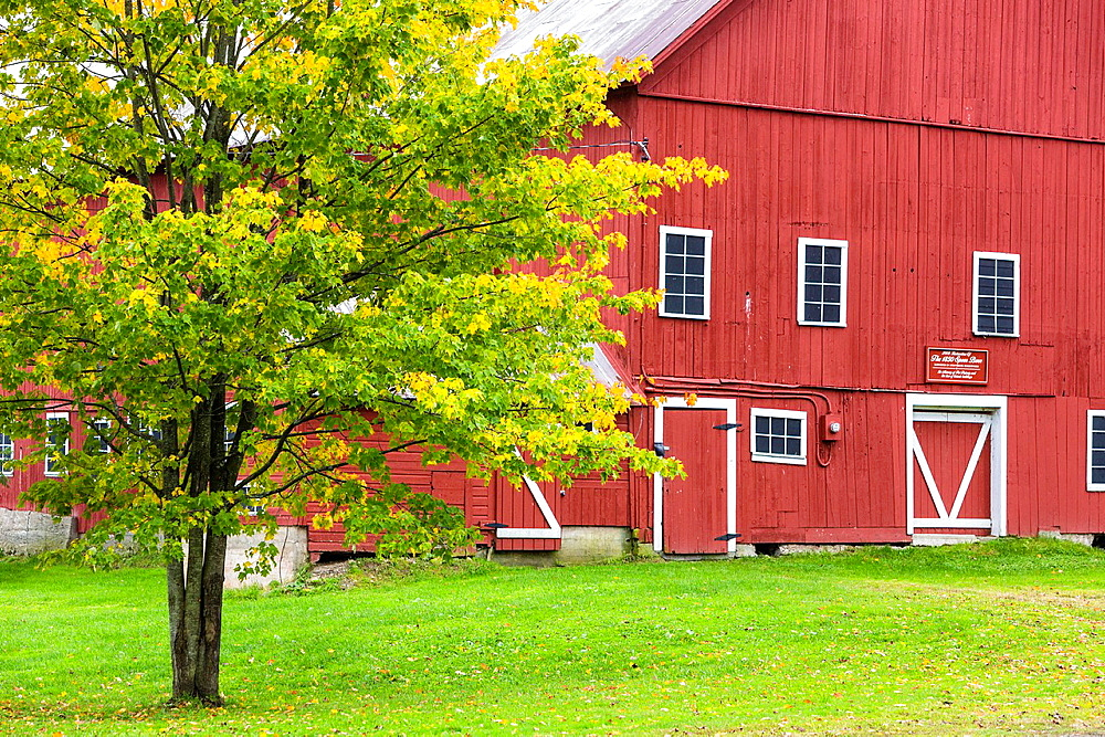 Picturesque red barn in Vermont, USA