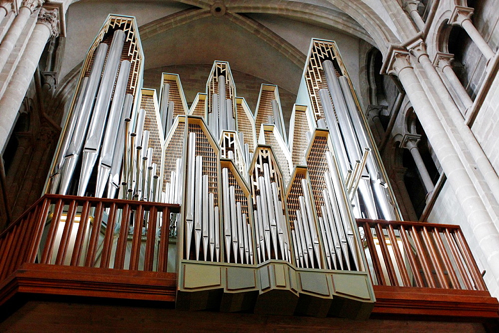 Organ of the Saint Pierre Cathedral in the old town of Geneva, a center of Protestantism, City of Geneve, Switzerland.