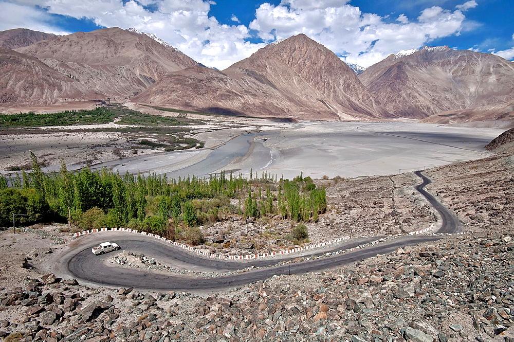 Road snaking through the Nubra valley, between Diskit and Khalsar. India, Jammu and Kashmir, Ladakh, Nubra
