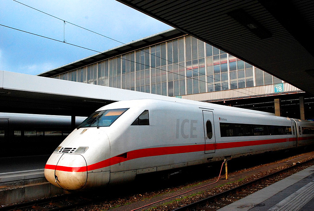 Intercity Express ICE in Munich Hauptbahnhof