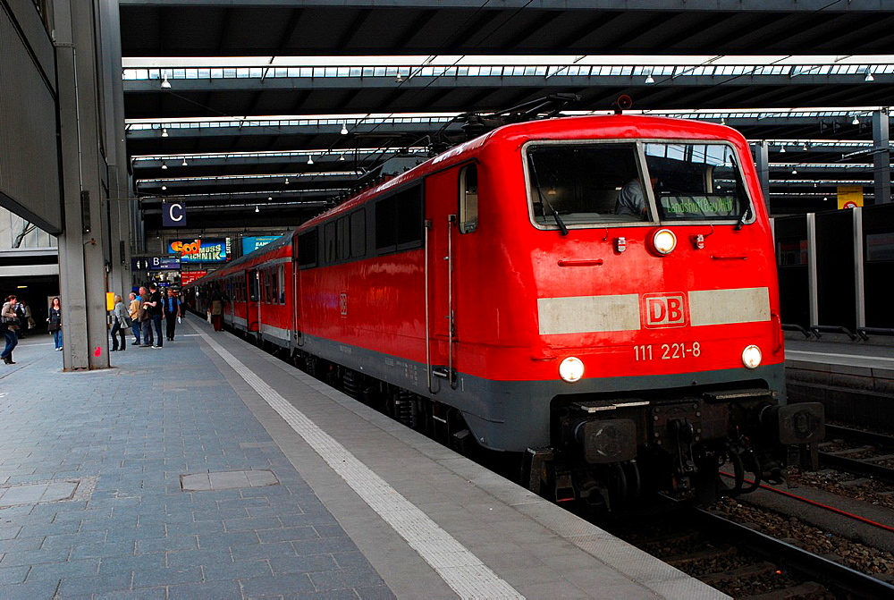 Locomotive series 111 of the German Bahn AG is in Munich Central