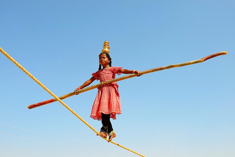 India, Rajasthan, Jaisalmer, Young tightrope walker.