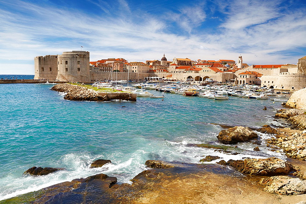 Croatia, Dubrovnik, view to Old Town harbor, Dalmatia, Croatia, UNESCO.