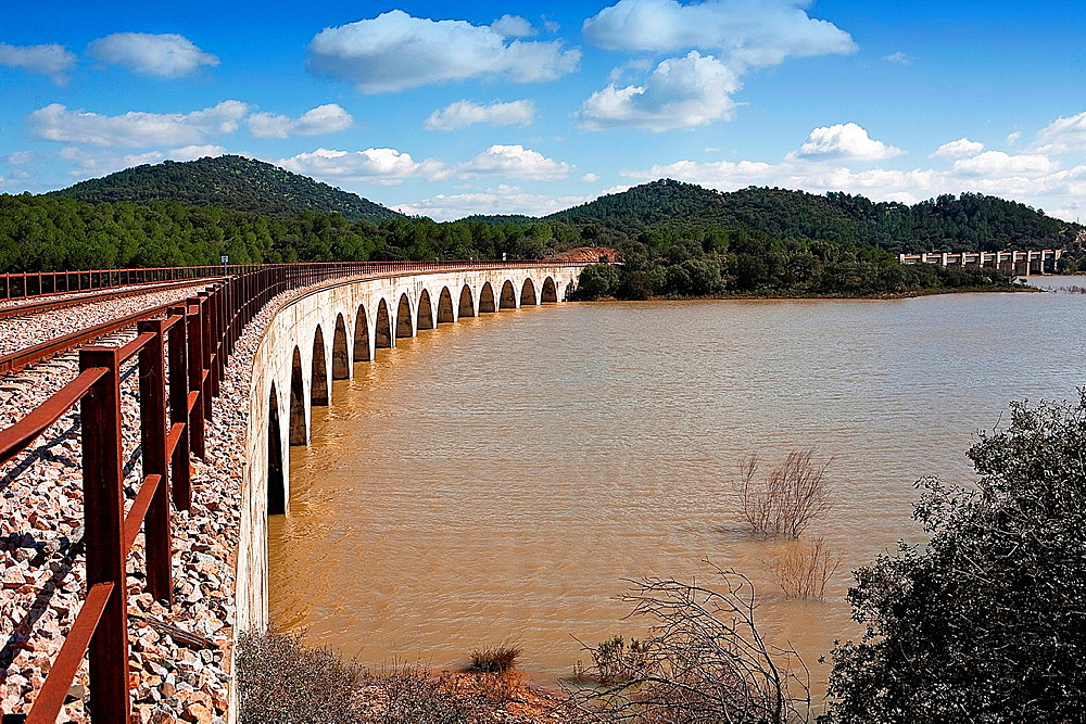 Railway line Cordoba, Almorchon, bridge of Las Navas, view from the bridge of Los Puerros, can be seen in the foreground, municipality of Espiel, reservoir of Puente Nuevo, near Cordoba, Spain