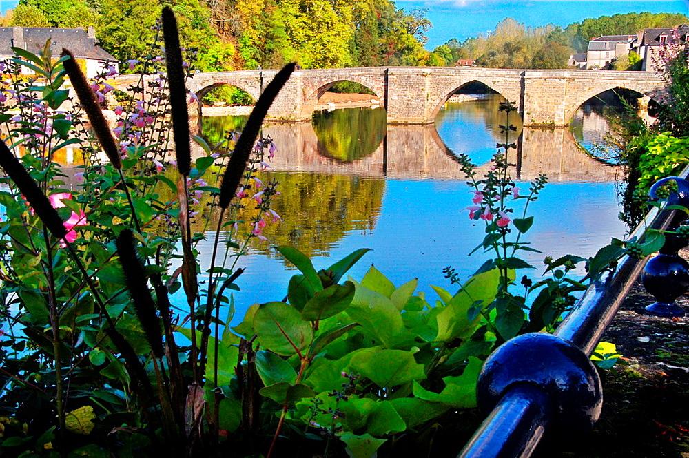 12th century Vieux Pont (old bridge) over the Vezere river, Terrasson, Dordogne, Aquitaine, France