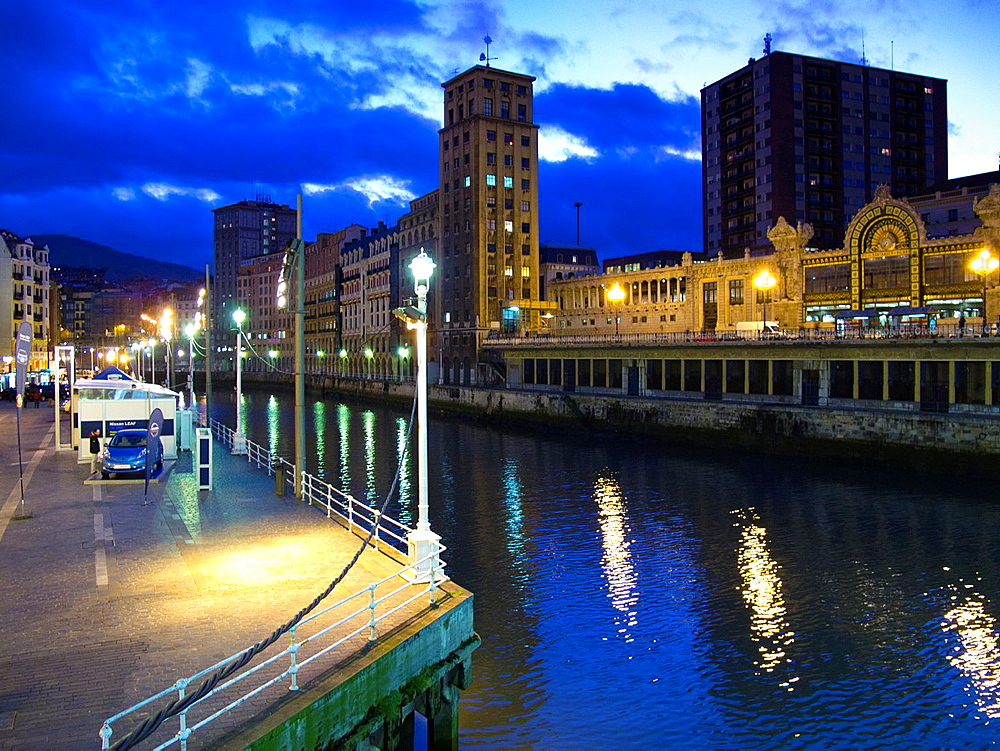 Ria de Bilbao from the Arenal Bridge. Bilbao. Vizcaya. Spain. Europe.