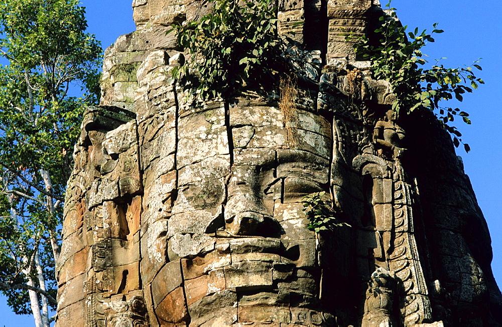 Face of Lokeshwaram at the entrance of Angkor Thom