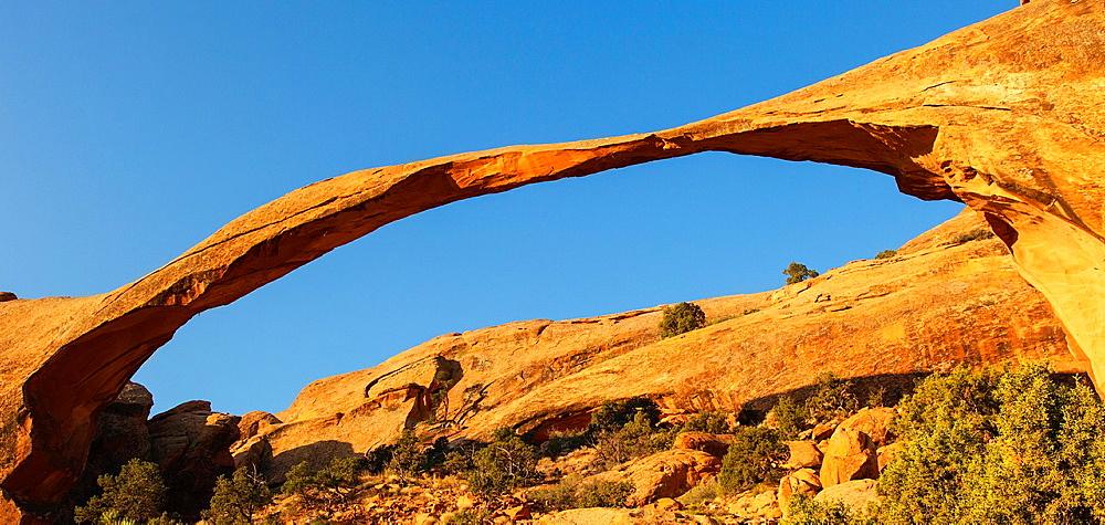 Landscape Arch, Arches NP, Utah, USA.