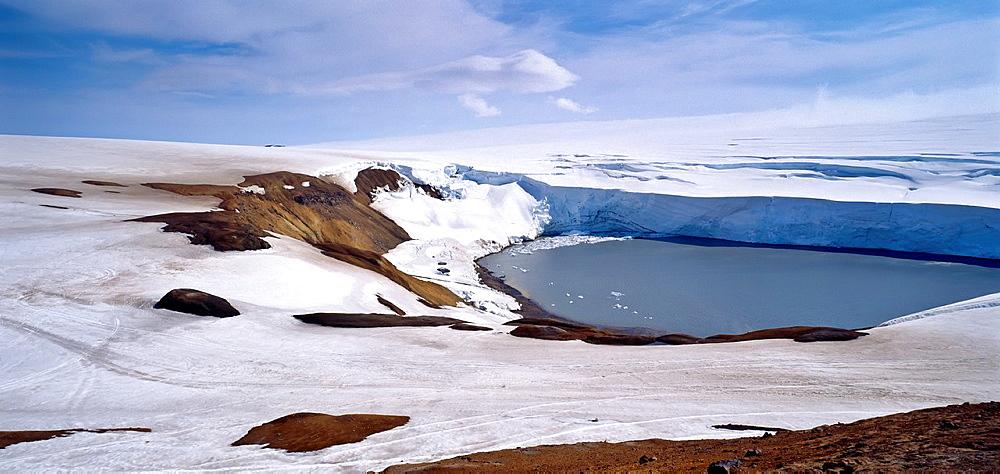 Mt. Kverkfjoll, Skaredinstindur peaks, Vatnajokull Ice Cap, Iceland.