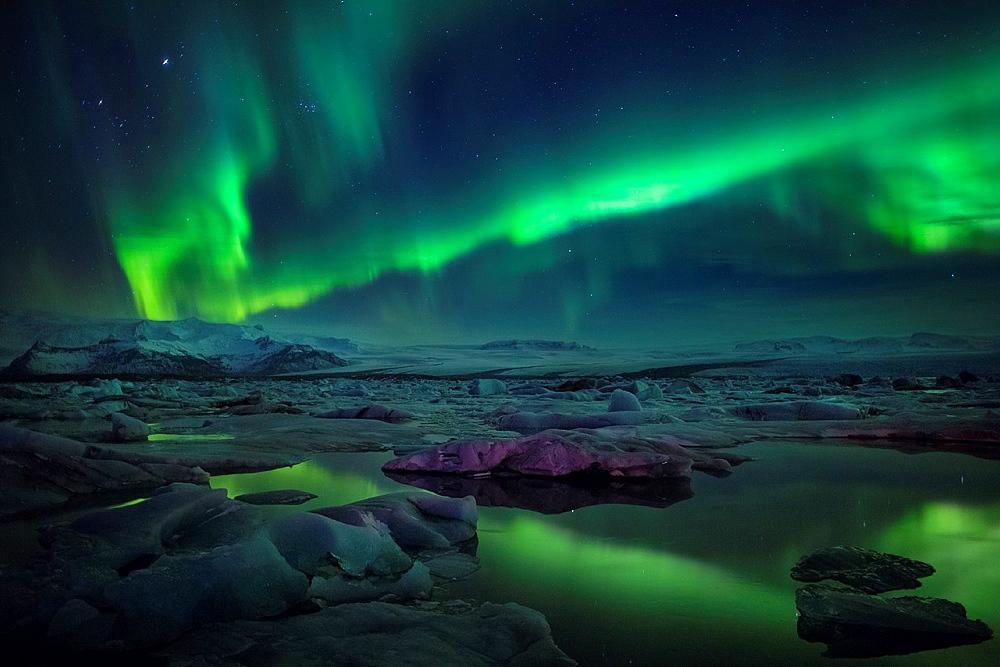 Aurora Borealis or Northern lights at the Jokulsarlon, Breidarmerkurjokull, Vatnajokull Ice Cap, Iceland.