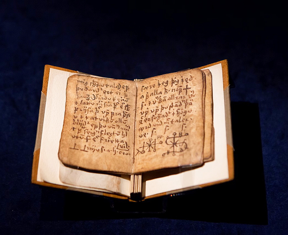 Pages of Icelandic manuscript- Galdrakver book, 1670.