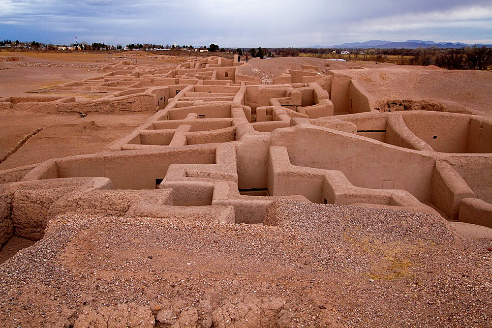 The Paquime archaeological site is located in Casas Grandes, Chihuahua. Is a complex of adobe buildings that included 4-story homes, a network of canals for water supply and a place dedicated to the care of macaws brought from southern Mexico to be exchanged for turquoise with Native Americans.