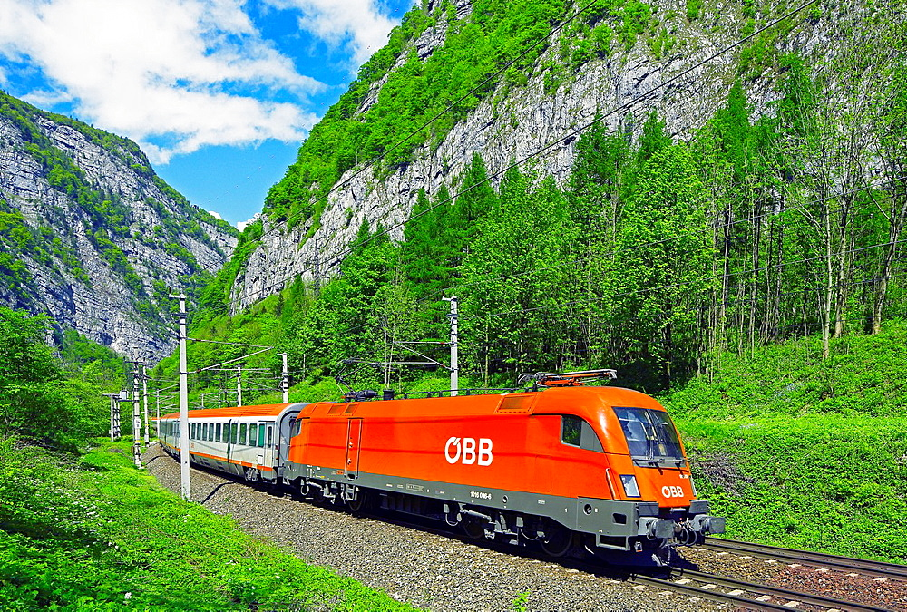 Austrian Federal Railway, oBB, Passenger in the Salzach valley