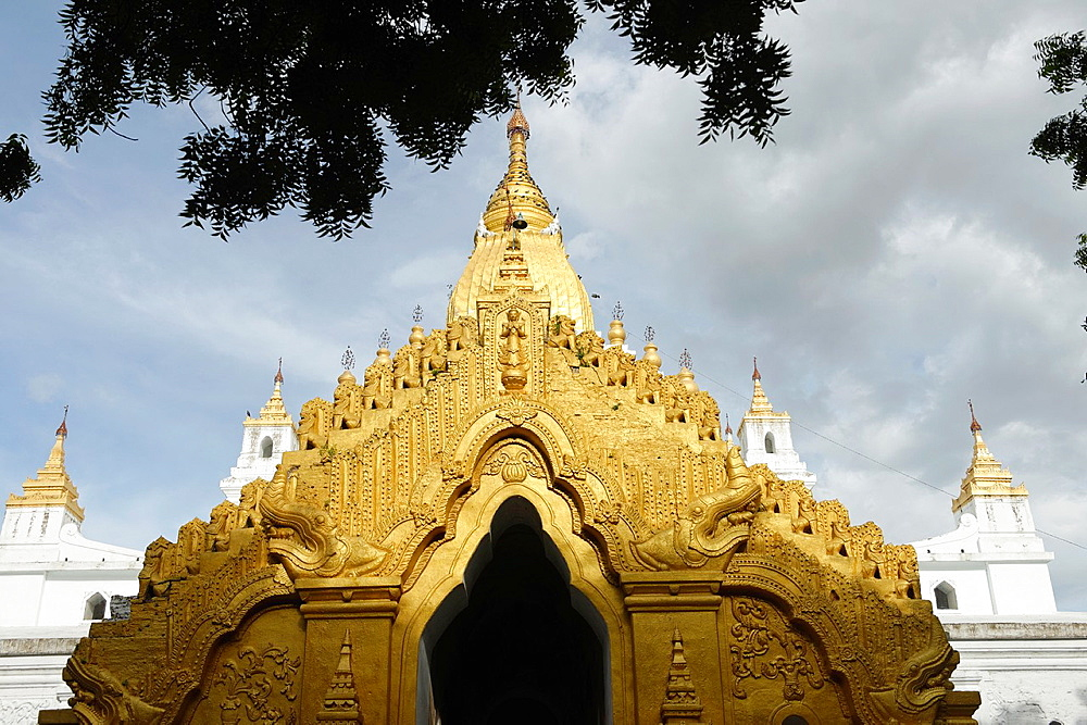 The Kyauktawgyi Pagoda was built by King Bagan in 1847 on the model of the Ananda Temple at Pagan  Amarapura  Mandalay Division  Burma  Republic of the Union of Myanmar.