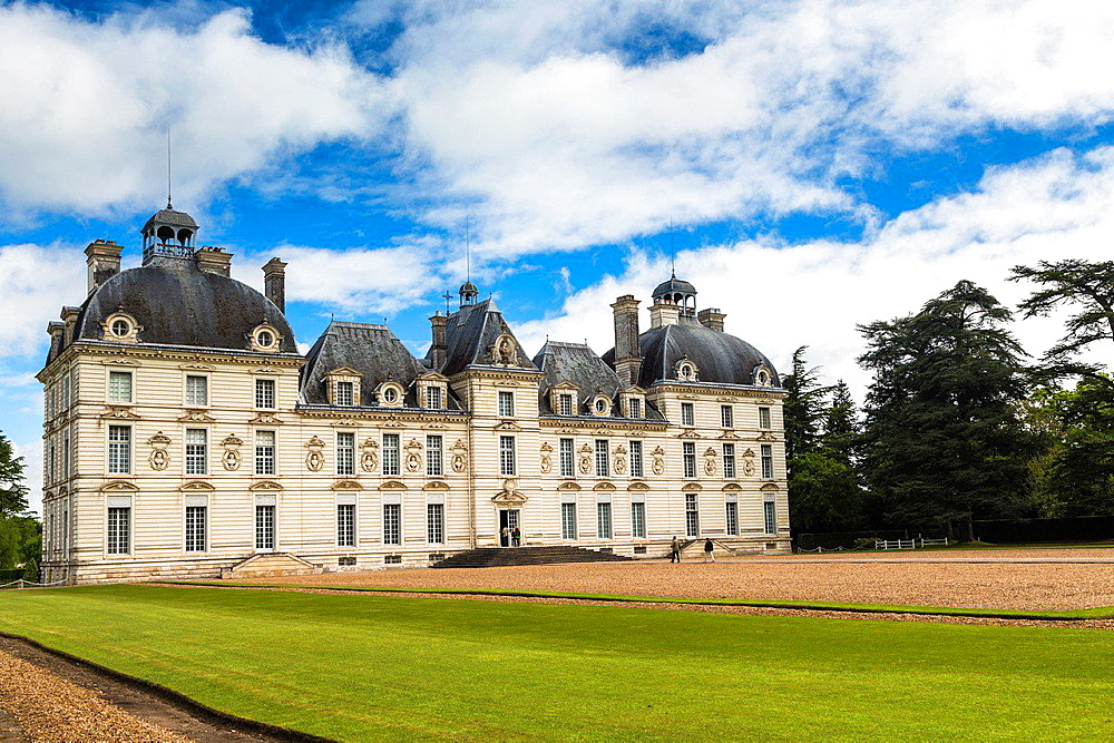 The beautiful Chateau de Cheverny (Cheverny Castle) in the Loire Valley, Loir-et-Cher, France, Europe