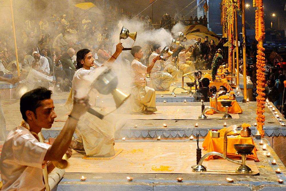 India, Uttar Pradesh, Varanasi, Offering of incense to the Ganges. - 817-453457