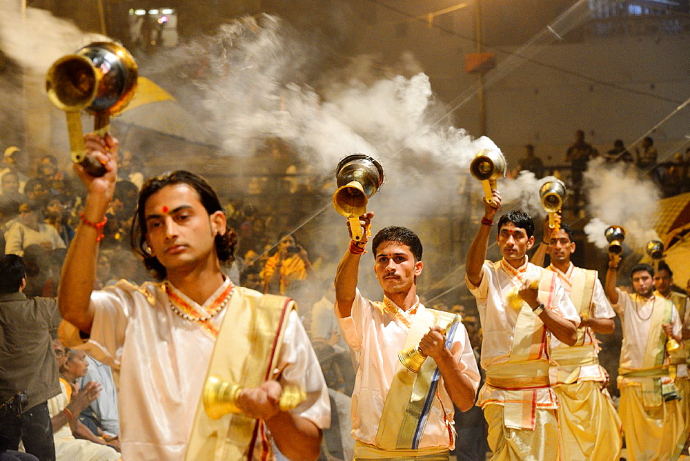 India, Uttar Pradesh, Varanasi, Offering of incense to the Ganges. - 817-453458