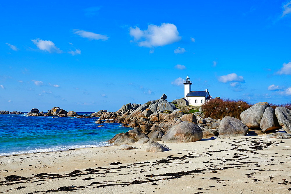 France, Briitany, Finistere, Brignogan-Plages, Pontusval lighthouse.