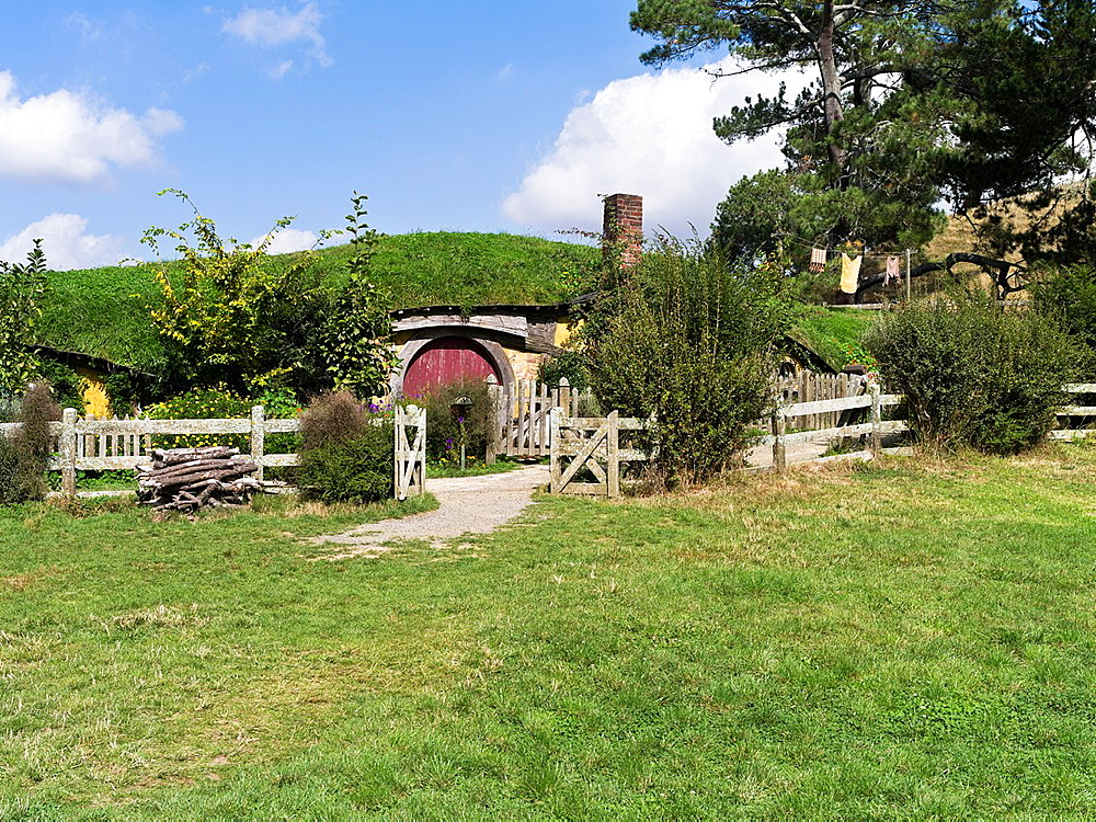 Hobbiton New Zealand Hobbits Cottage Garden Film Set Movie Site.