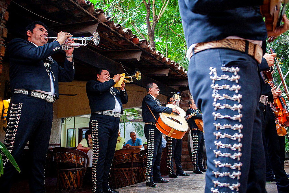 Mariachis in El Abajeno restaurant, Juarez 131, Tlaquepaque, Guadalajara, Jalisco, Mexico.