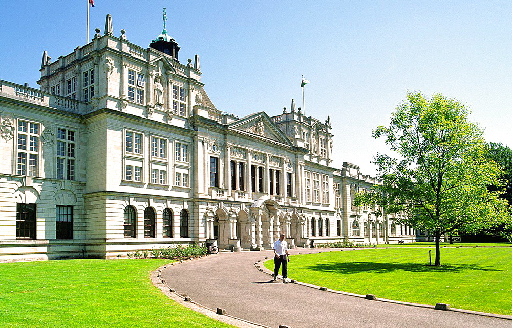 Cardiff University, Cardiff city centre, Wales. The Main Building dates from 1905. The west entrance on Museum Avenue.