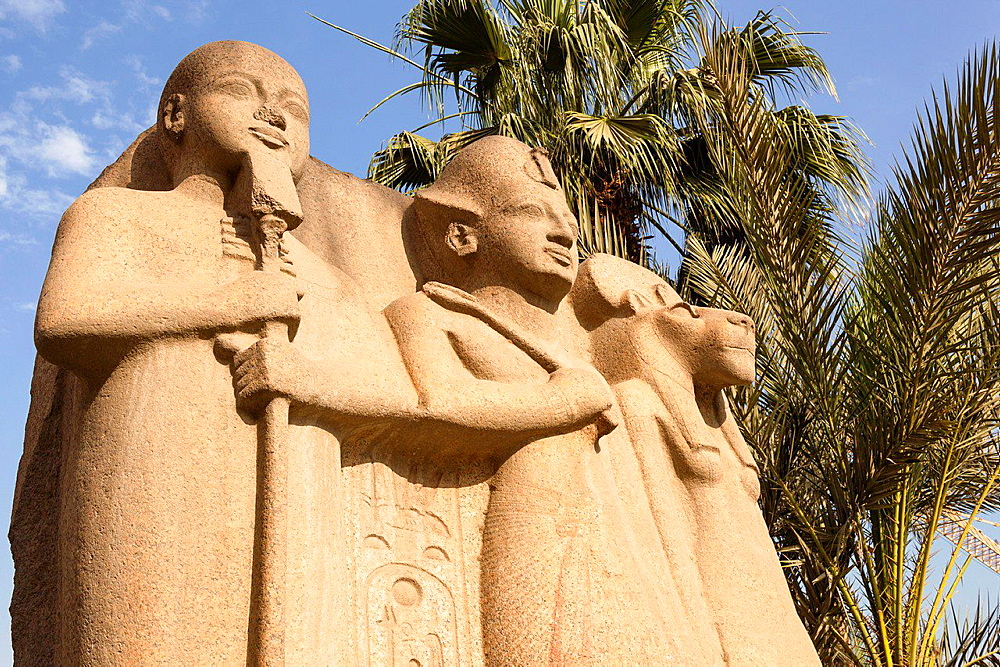 Statue outside the Egyptian Museum, also known as Museum of Egyptian Antiquities and Museum of Cairo, Cairo, Egypt.