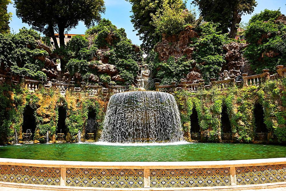 waterfall of The oval fountain, 1567, Villa d'Este, Tivoli, Italy, Unesco World Heritage Site.