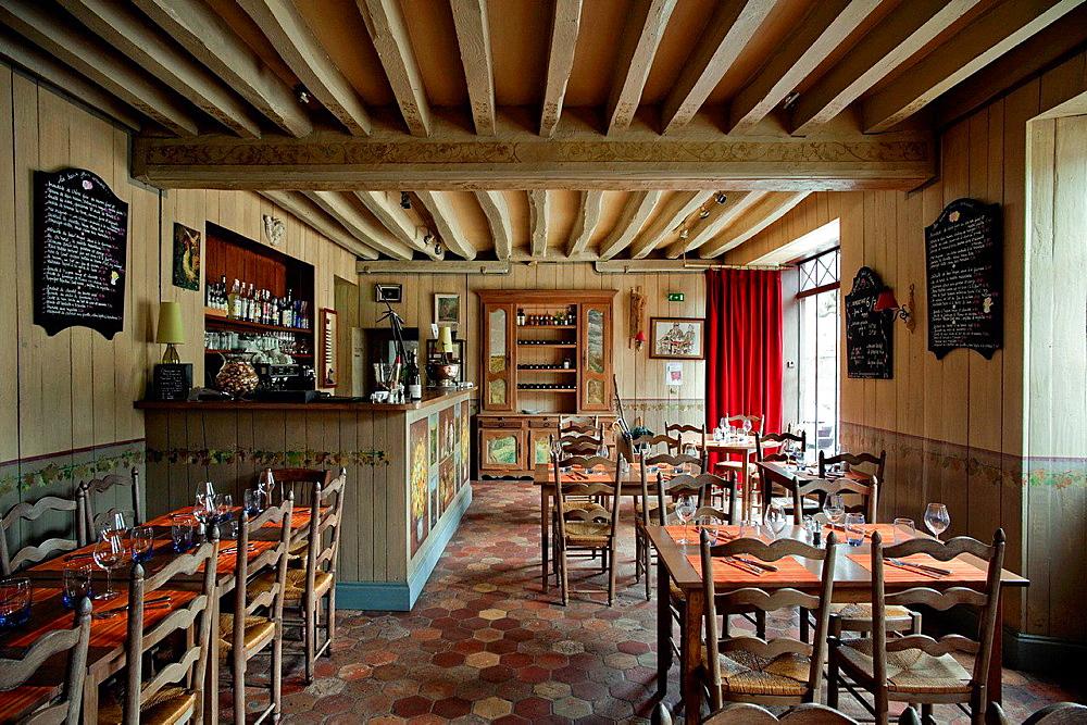 Wine bar and restaurant l'Ermitage Saint-Antoine. Barbizon. Seine et Marne. France. Europe.