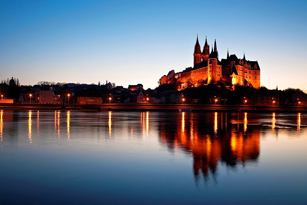 View over the Elbe river to Albrechtsburg Castle, Meissen, Saxony, Germany, Europe.