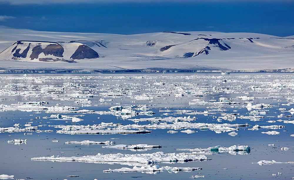Icebergs, Hinlopen Strait, Spitsbergen Island, Svalbard, Norway.
