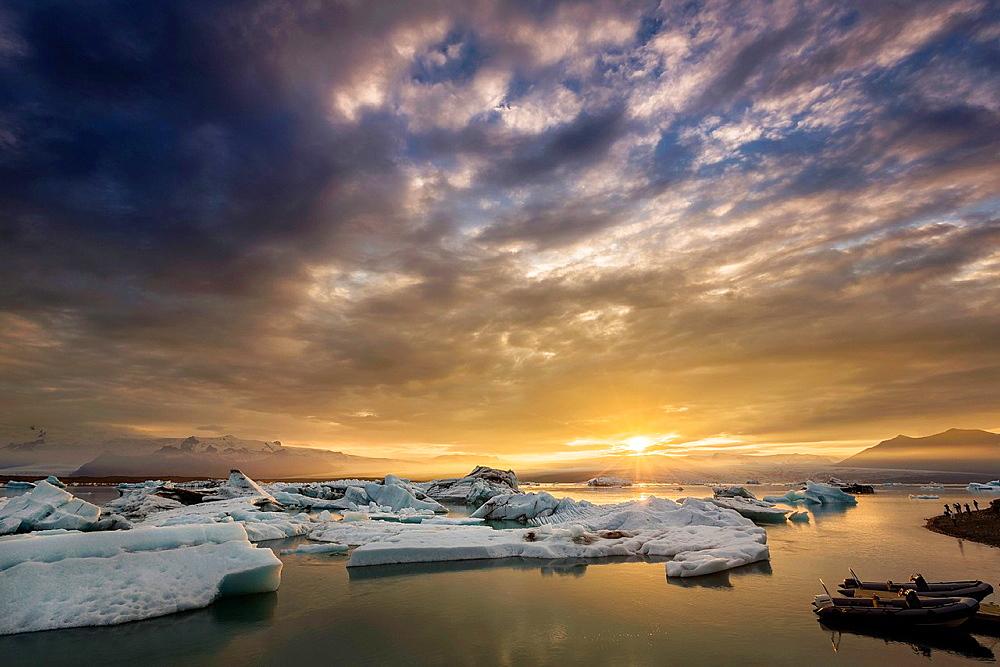 Icebergs on the Jokulsarlon Glacial Lagoon, Breidamerkurjokull, Vatnajokull Ice Cap, Iceland.