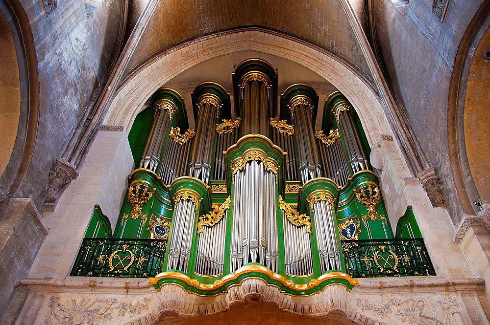 Organ 'Sainte Croix' church, (former Benedictine XIIc. cluster), Bordeaux, Gironde, Aquitaine, France, Europe.